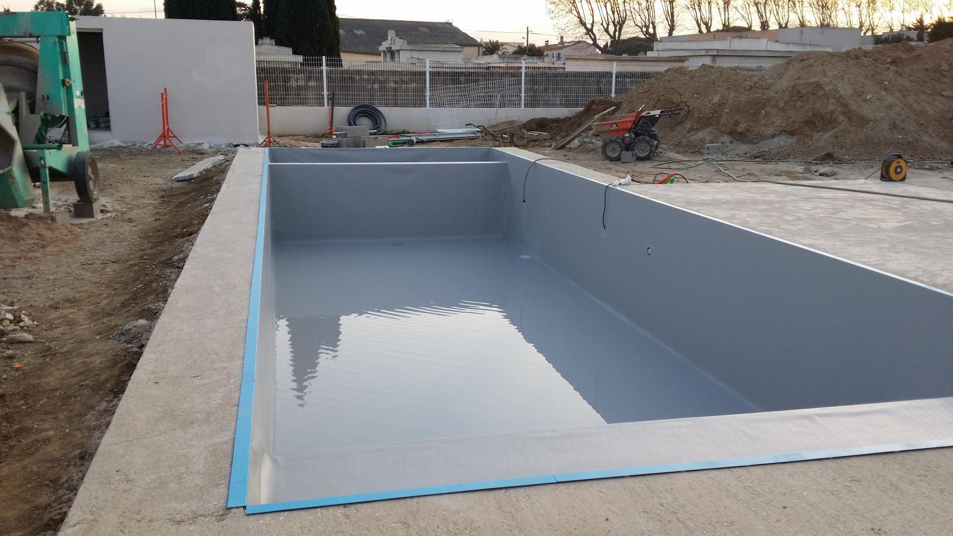 Construction piscine b ton villeneuve de la raho for Budget construction piscine